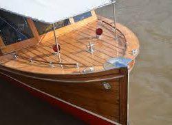 barco hecho de madera