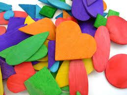 manualidades-corazones-pintados-de-madera
