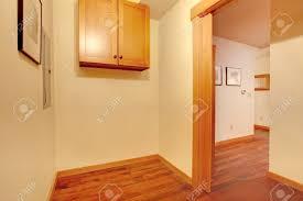 habitacion decorada con madera cerezo