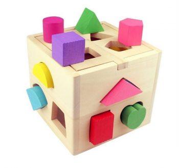 cubo de madera con formas para bebes